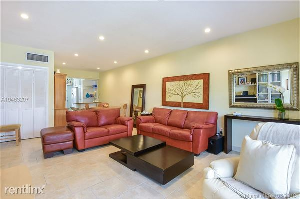 9260 Bay Harbor Ter Apt 1M, Bay Harbor Islands, FL