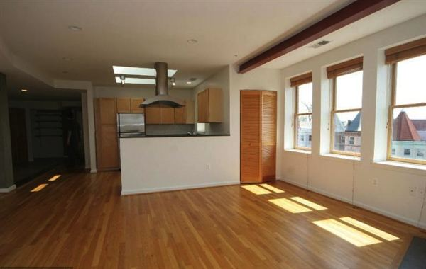 Condo for Rent in Washington