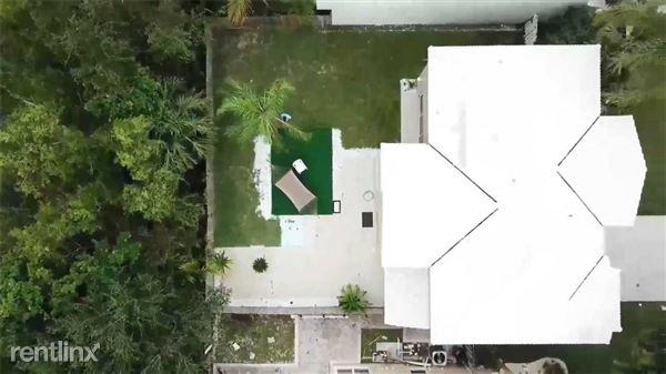 978 SW 104th Way, Pembroke Pines, FL