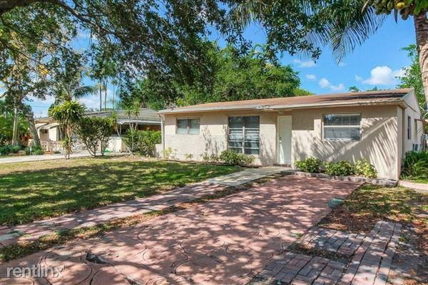 3241 N 72nd Way, Hollywood, FL