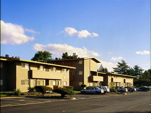 Fairlake Apartments