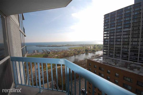 Landmark On The Lake Milwaukee Apartment For Rent