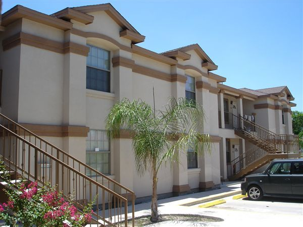 Los balcones apartment homes 3001 corpus christi st for Home builders in laredo tx