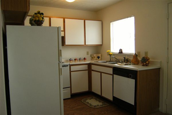 B4, 2 Bedroom, one and half bath 005