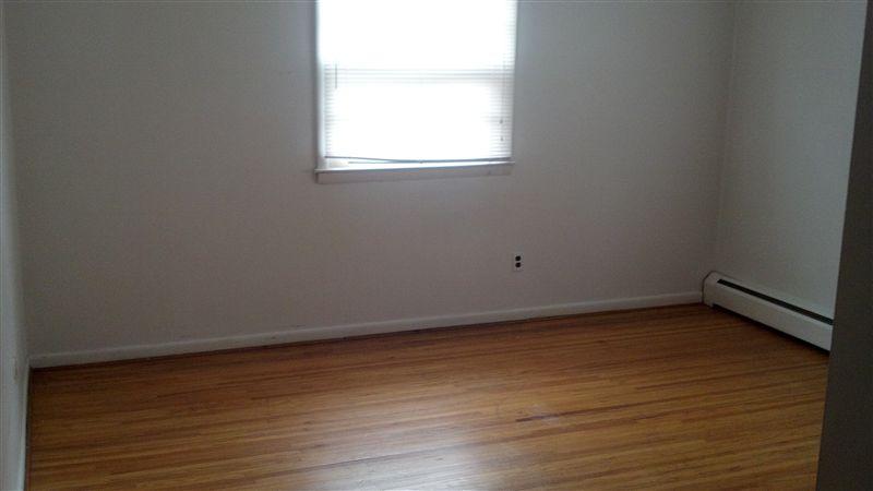 Bedroom_Hardwood