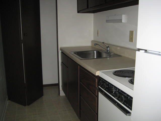 Kitchen w/Full Equipt Appliances